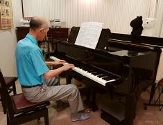 ピアノを弾くIさん