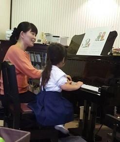 ピアノを弾くRちゃん