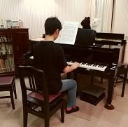 ピアノを弾くH君